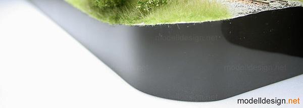 Diorama - Abgerundete Vorderkante mit schwarzem Hochglanzdekor